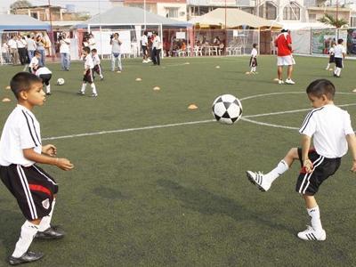 Cómo debe actuar el entrenador en la sesión de entrenamiento?.